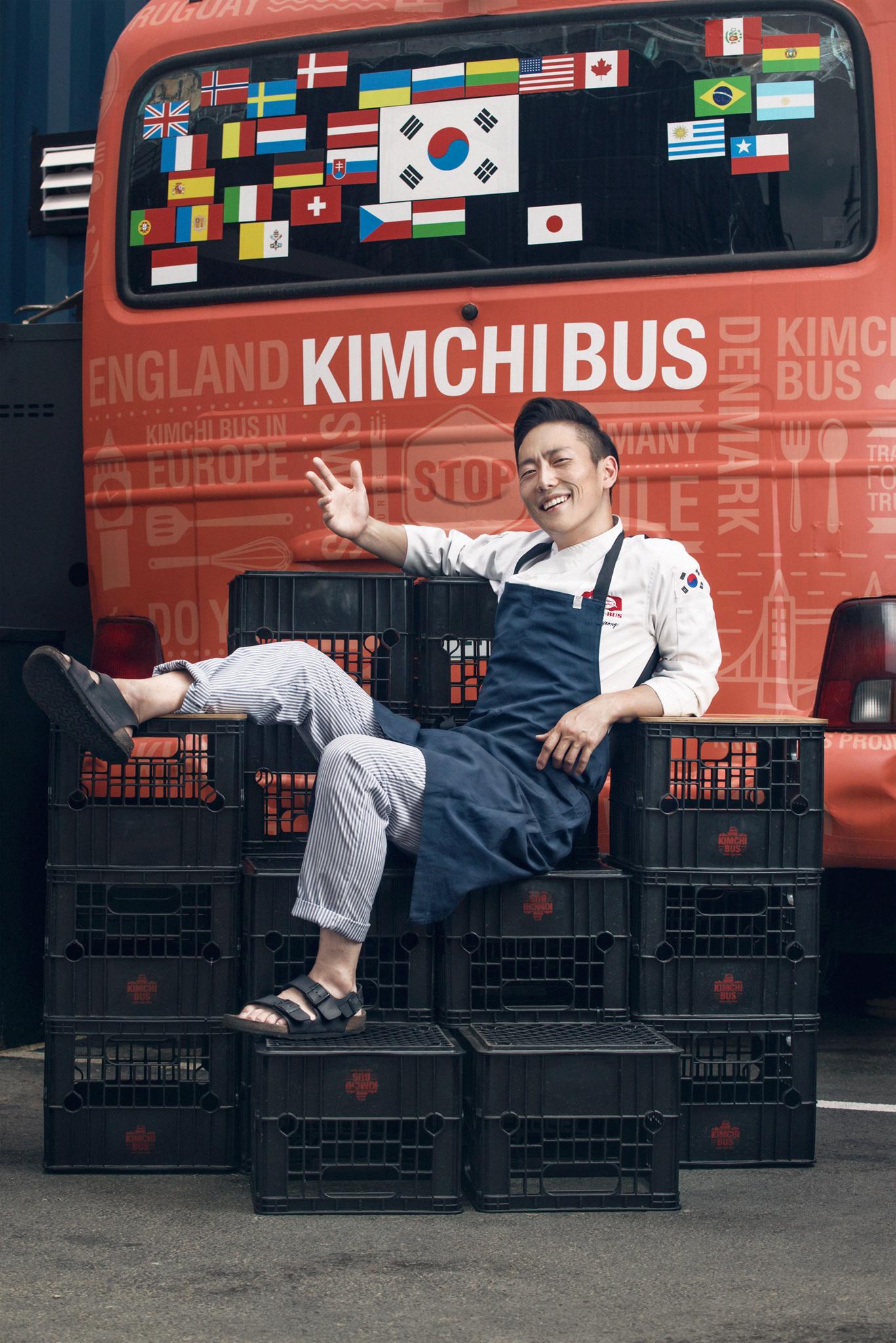 greenville-commercial-fashion-photographer-jorge-gonzalez-kimchi-bus-2