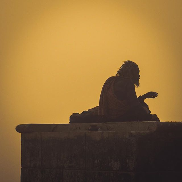 Hindu man on the ganga . . . . .  #instapassport #aroundtheworldpix #ig_masterpiece #campinassp #flashesofdelight #travelog #mytinyatlas #visualmobs #theglobewanderer #forahappymoment #exploringtheglobe #travelon #streetphoto #magnumphotos #streetlife #streetportrait #documentary #lensculturestreets #urbanphotography #everydayasia #streetphotographer #dailylife #lensculture