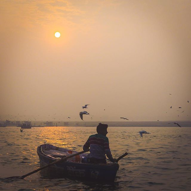 Sunrise paddle . . . . .  #instapassport #aroundtheworldpix #ig_masterpiece #campinassp #flashesofdelight #travelog #mytinyatlas #visualmobs #theglobewanderer #sunshine #early #instasky #skyporn #earlybird #mothernature #all_sunsets #skylovers #sunrise_and_sunsets #sunrise_sunsets_aroundworld #silhouette #incredibleindia #photographers_of_india #indiagram #storiesofindia  #indiaclicks #panasonic #lumix #panasoniclumix #gh4
