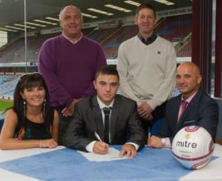 Evan Galvin signs for Burnley