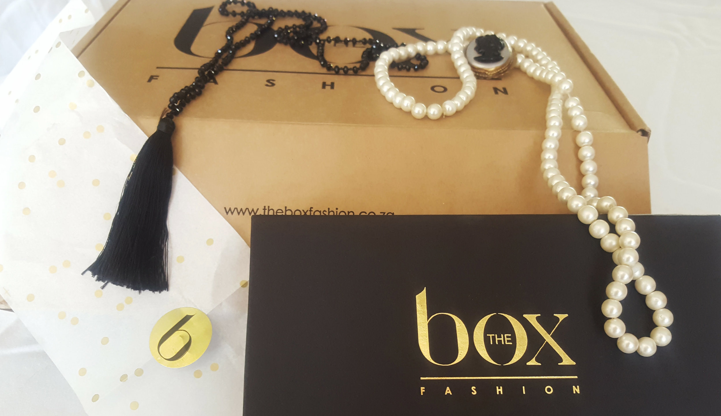 Tassels & Tigers Interiors Lifestyle Blog unboxes a box from The Box Fashion!