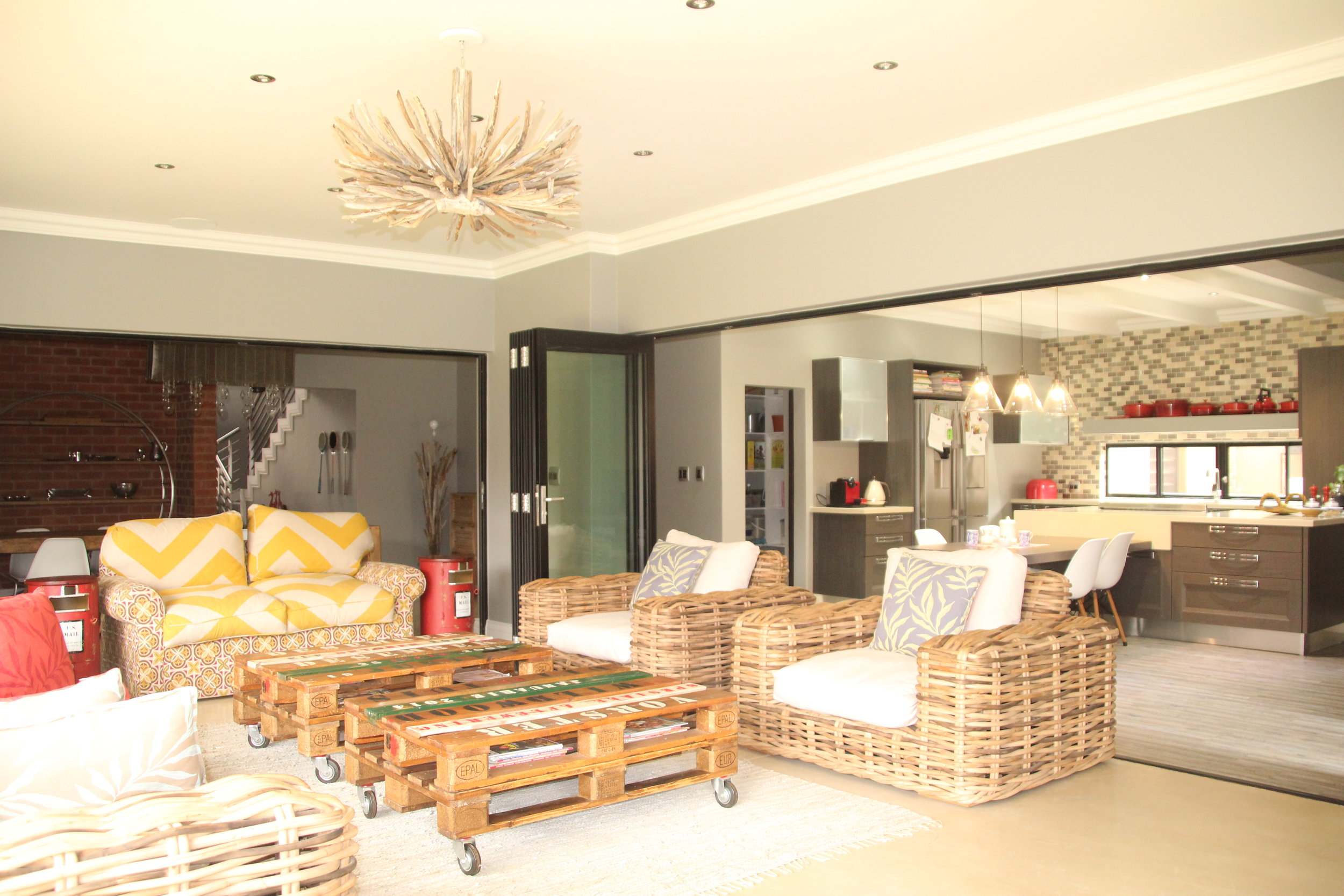 1 Indoo-Outdoor Sitting Room and Kitchen.JPG