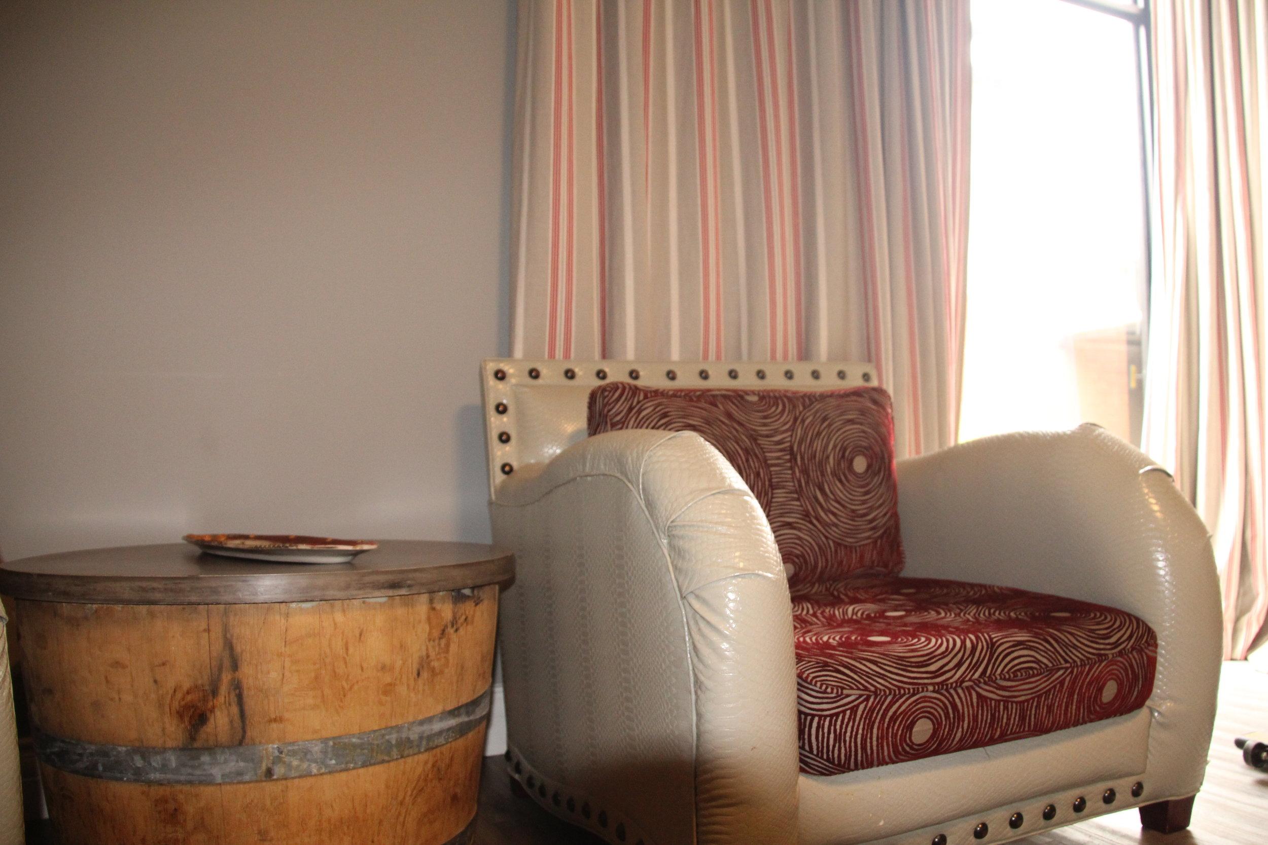 2 Lounge Chair and coffee table.JPG