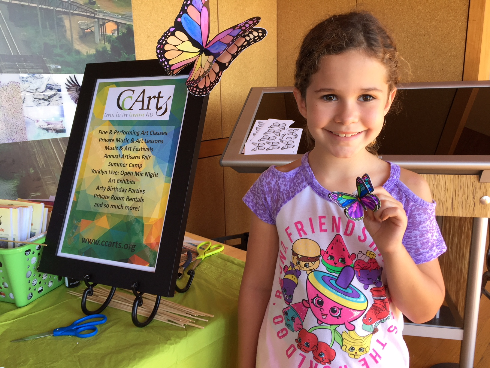 We brought a butterfly making art project to the DuPont Environmental Education Center of Delaware Nature Society during their Fall Monarch Celebration.