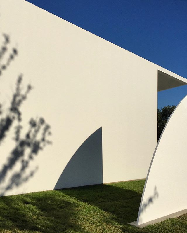 menil curve by ellsworth kelly, 4/20.