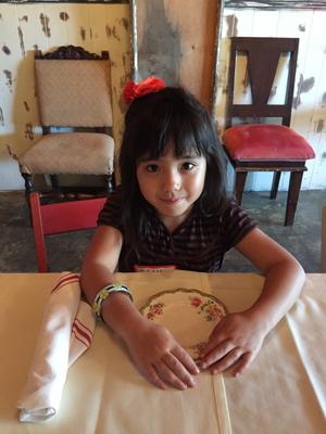 Sweet+girl+dining.jpg