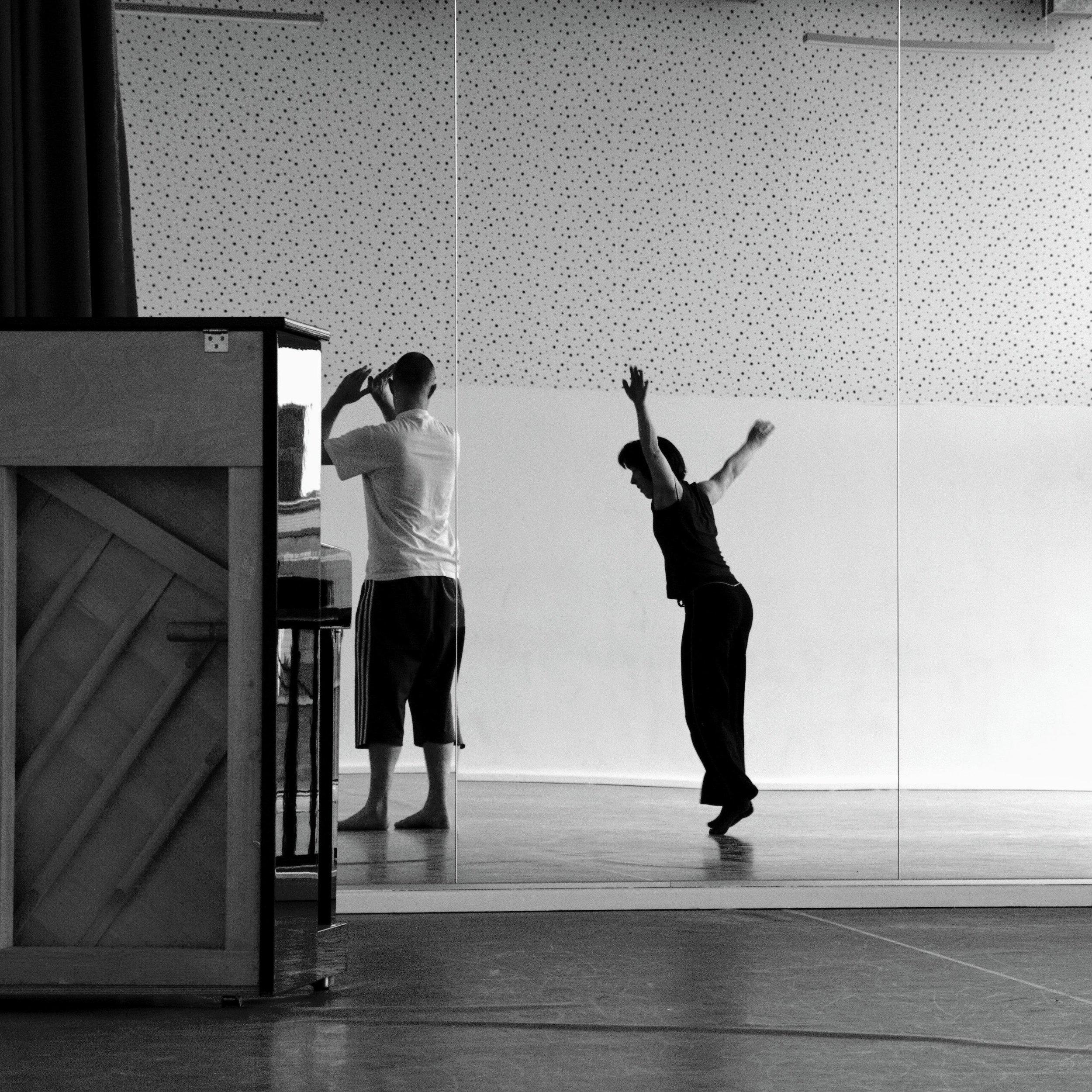 4MAURICE_KELLIHER_DANCE.JPG