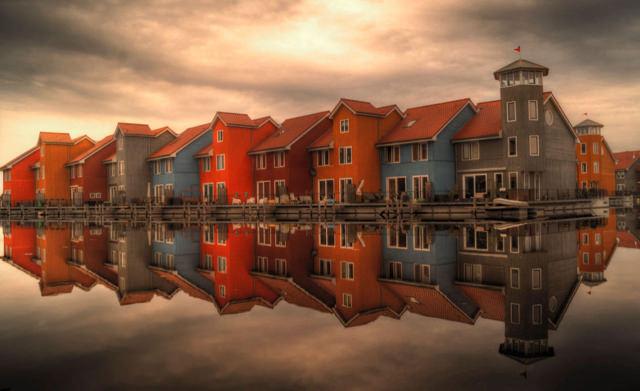 sea-houses-cloudy-buildings.jpg