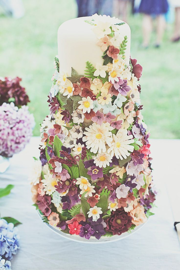 Bohemian wedding cake with icing flowers