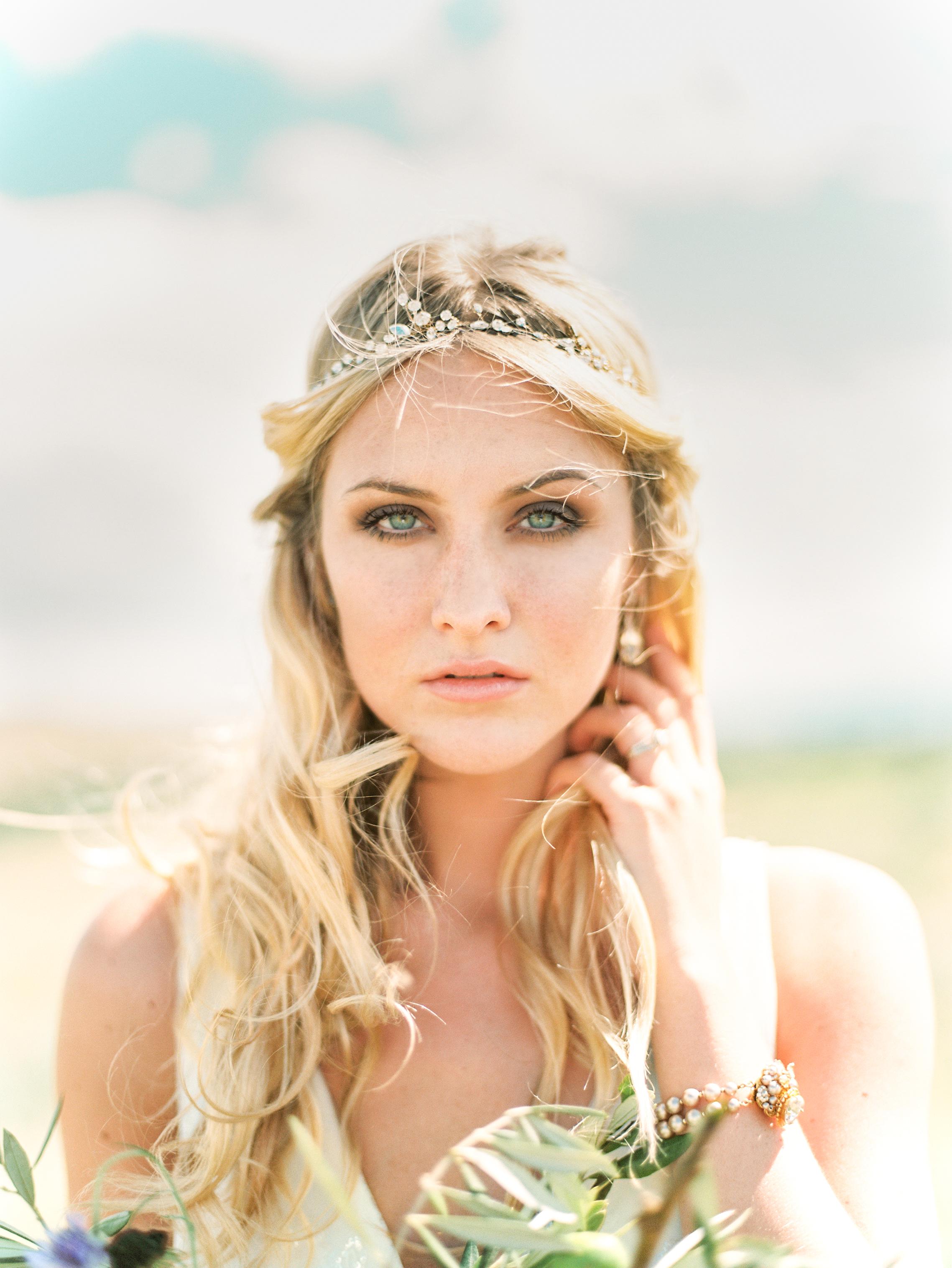 Bohemian Wedding Inspiration at Brush Creek Ranch | Twigs & Honey halo from Little White Dress Bridal Shop | Photography: Lisa O'Dwyer