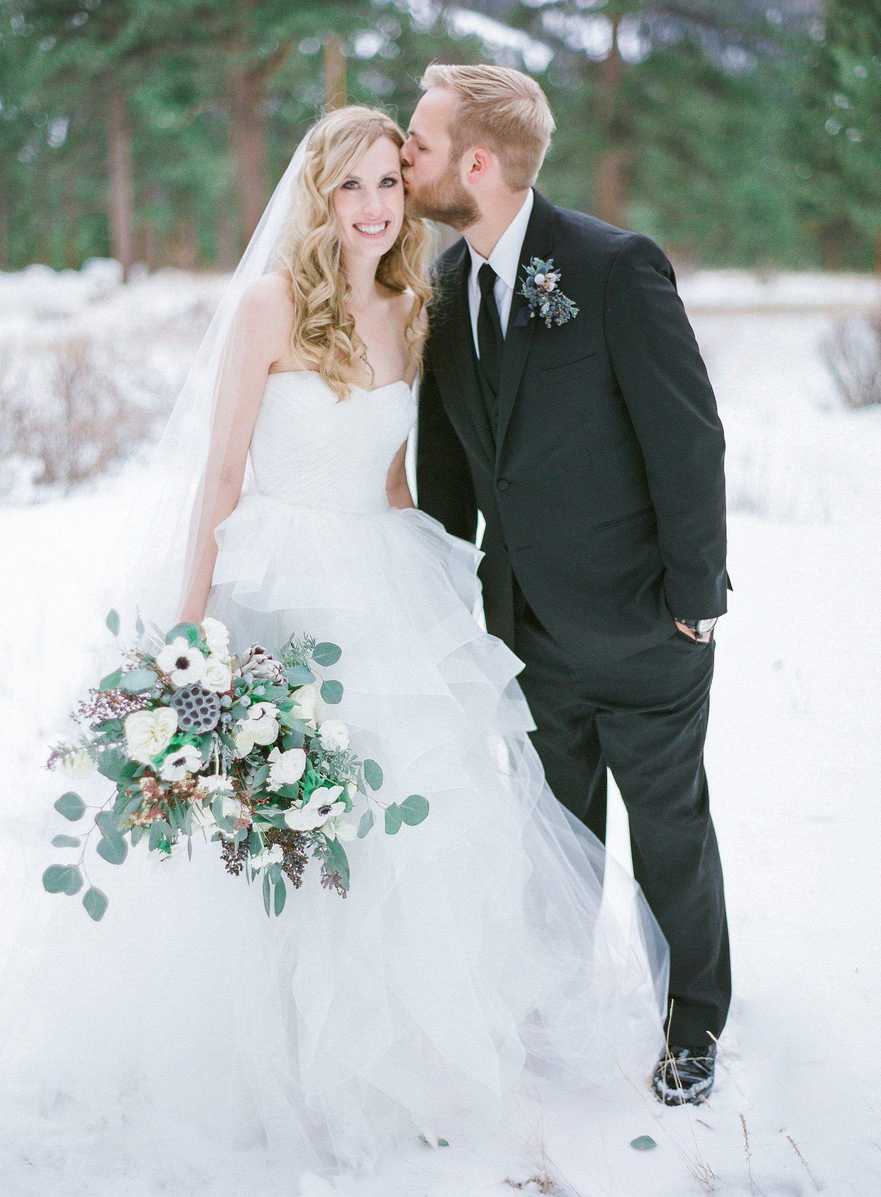 Winter Wedding in Estes Park, Colorado | Della Terra Mountain Chateau | Reem Acra Eliza Wedding Dress | Photography by Shannon Von Eschen