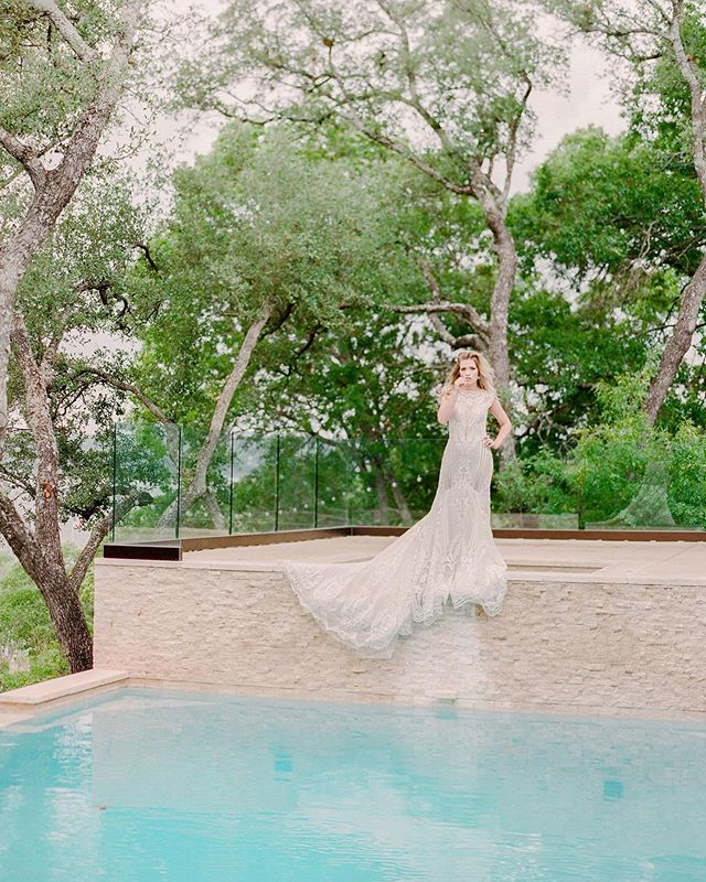 Infinity pools in Texas and a @galialahav gown and community over competition. We are so grateful to be a part of the most amazing, creative, supportive, and talented group of wedding businesses (so many of them female-owned!) here in Colorado. Earlier this spring, a group of us came together in Austin and created a little magic ✨ Sharing more soon from this beautiful shoot! Photo by @shannonvoneschen, with @banksandleaf @carriekingphotographer @barerootflora @carolynsflowers @wildflowercakes @mannequintheband @revelandroots