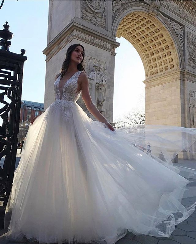The @moniquelhuillierbride Bliss collection arrives soon at LWD! Romantic, stylish, and available in Colorado only at Little White Dress. If there's a gown you're dying to try on, DM us or email your LWD stylist to inquire about bringing a gown in for your appointment from the @moniquelhuillierbride Bliss collection!