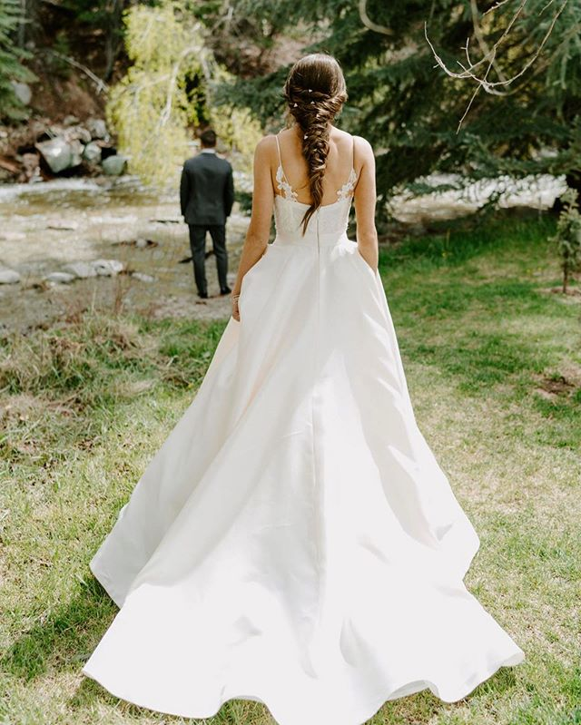 When you can't wait to see the look on his face when he sees you in your wedding dress for the first time 😍😭♥️ So much love for #LWDbride Joy's first look, captured beautifully by @lindycopeland • gown by @annebarge • venue @mtprinceton