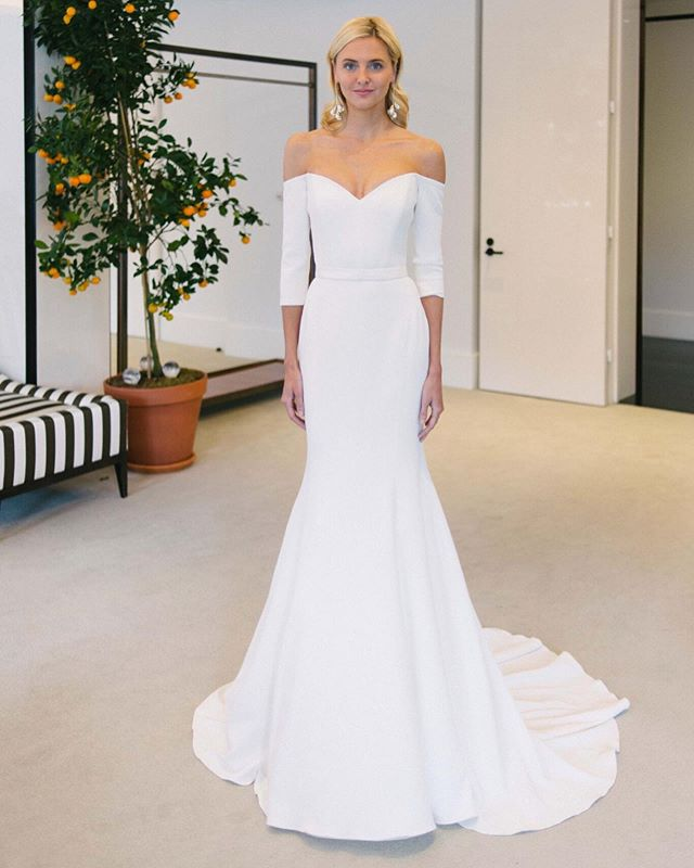 The Luna gown from @carolinaherrera's Spring 2020 bridal collection is arriving soon at LWD! In a stretch silk crepe fabric, this dress is the be all end all when it comes to a flattering clean and classic look.