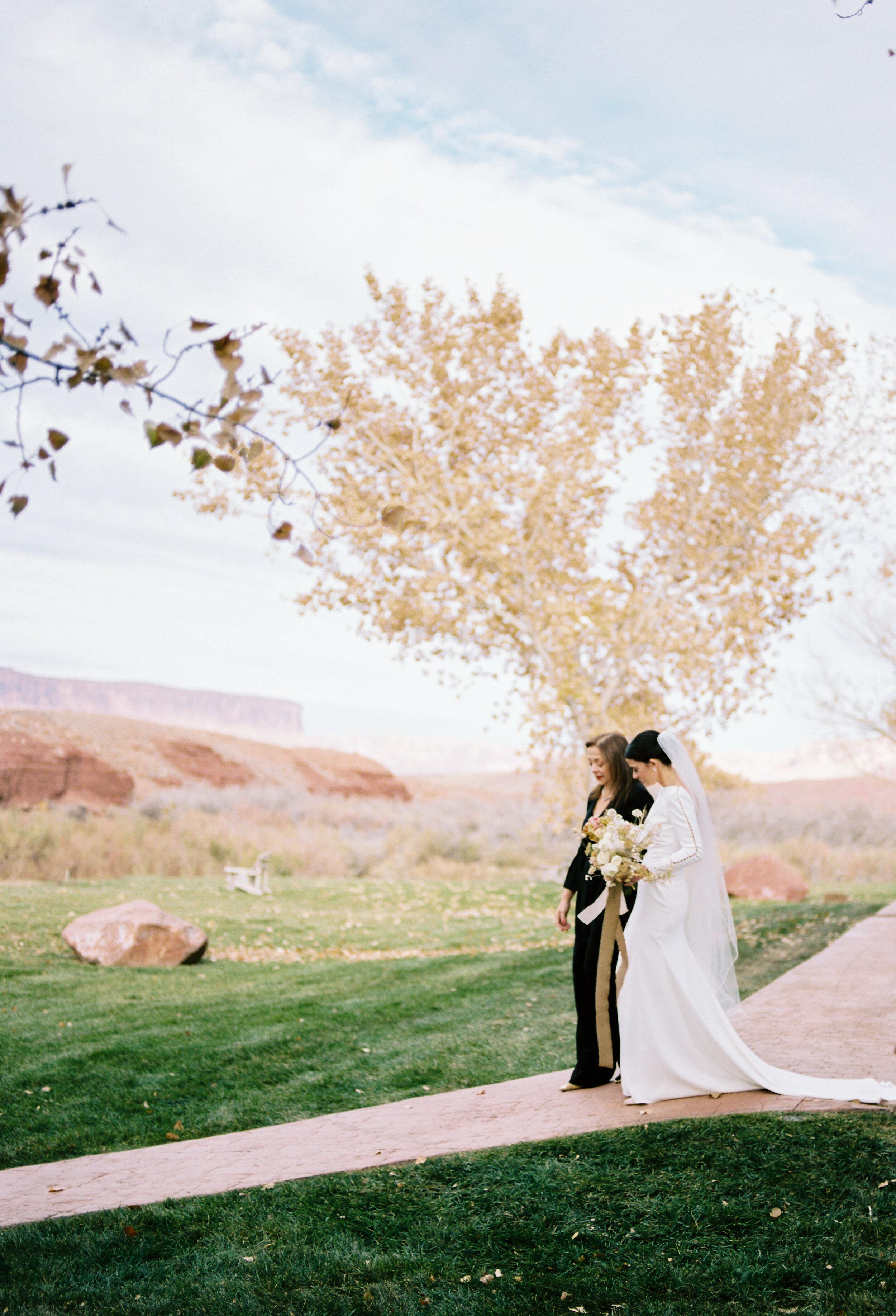Victoria and Zach Sorrel River Ranch Wedding 080.jpg