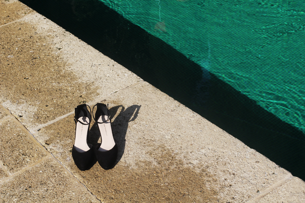 Photo by me, taken at Colombe d'Or. All shoes via Loeffler Randall:  Reina kitten heel sandals, Jules  ankle strap wedges and  Shea  perforated mules. Thank you LR for the cute seaside shoes x