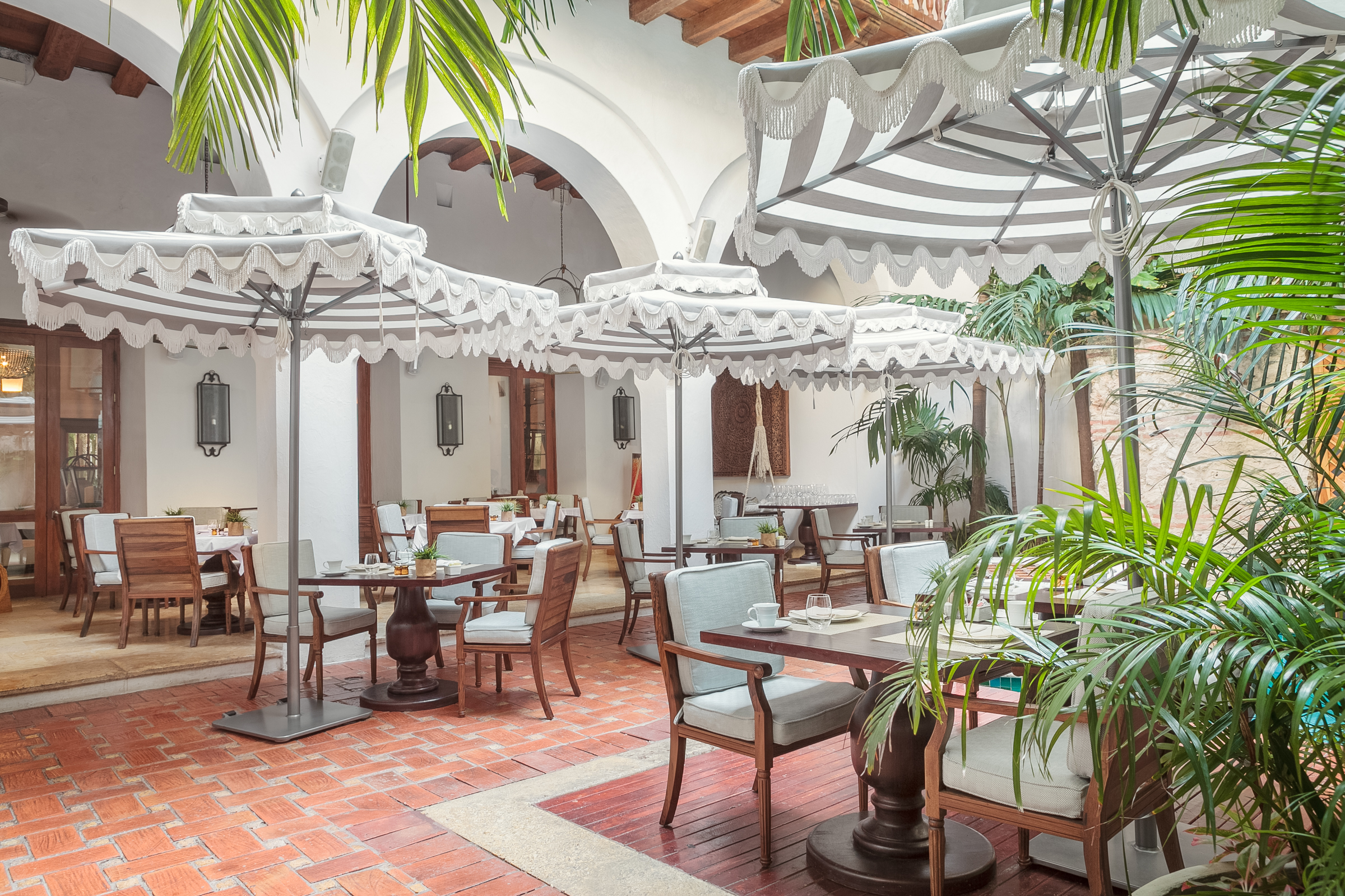 Al Fresco Dining at Alma ( photo courtesy of Hotel Casa San Agustin)