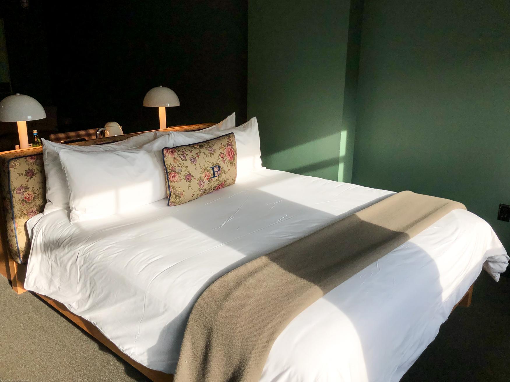 Guestroom at Palihotel