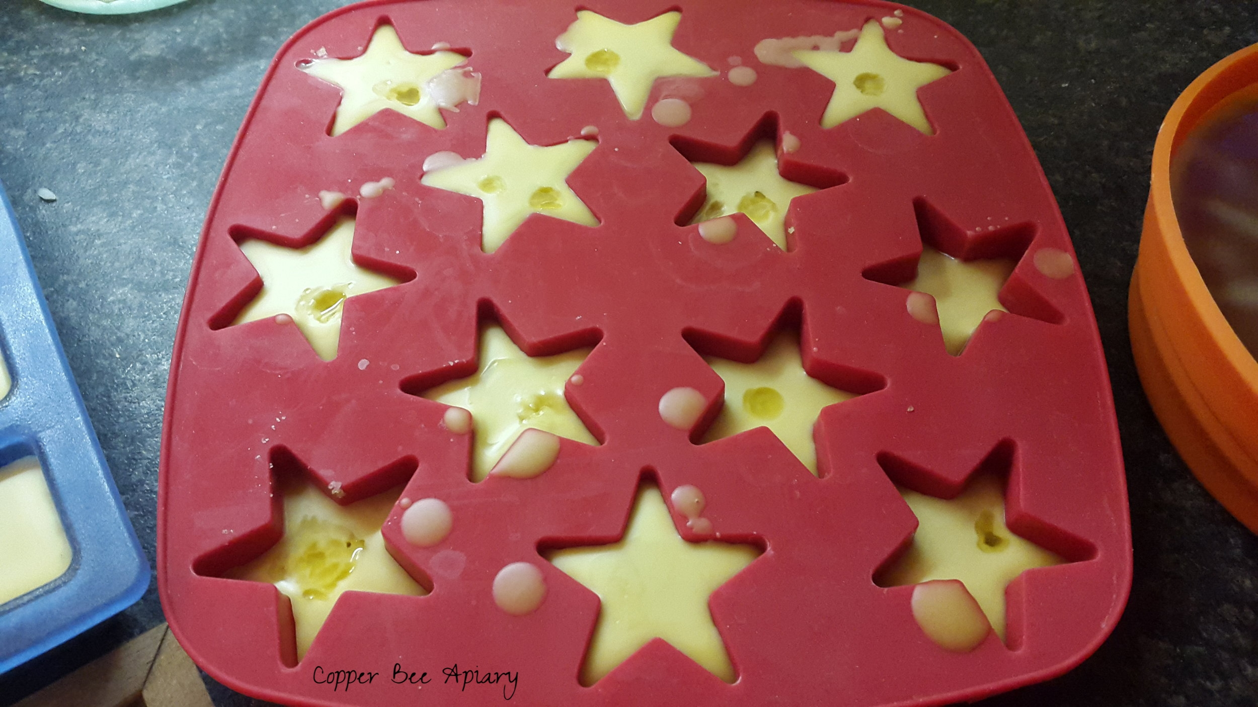 Moulded stars with oil droplets