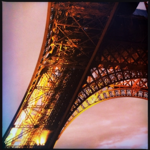 Eiffel_leg.jpg