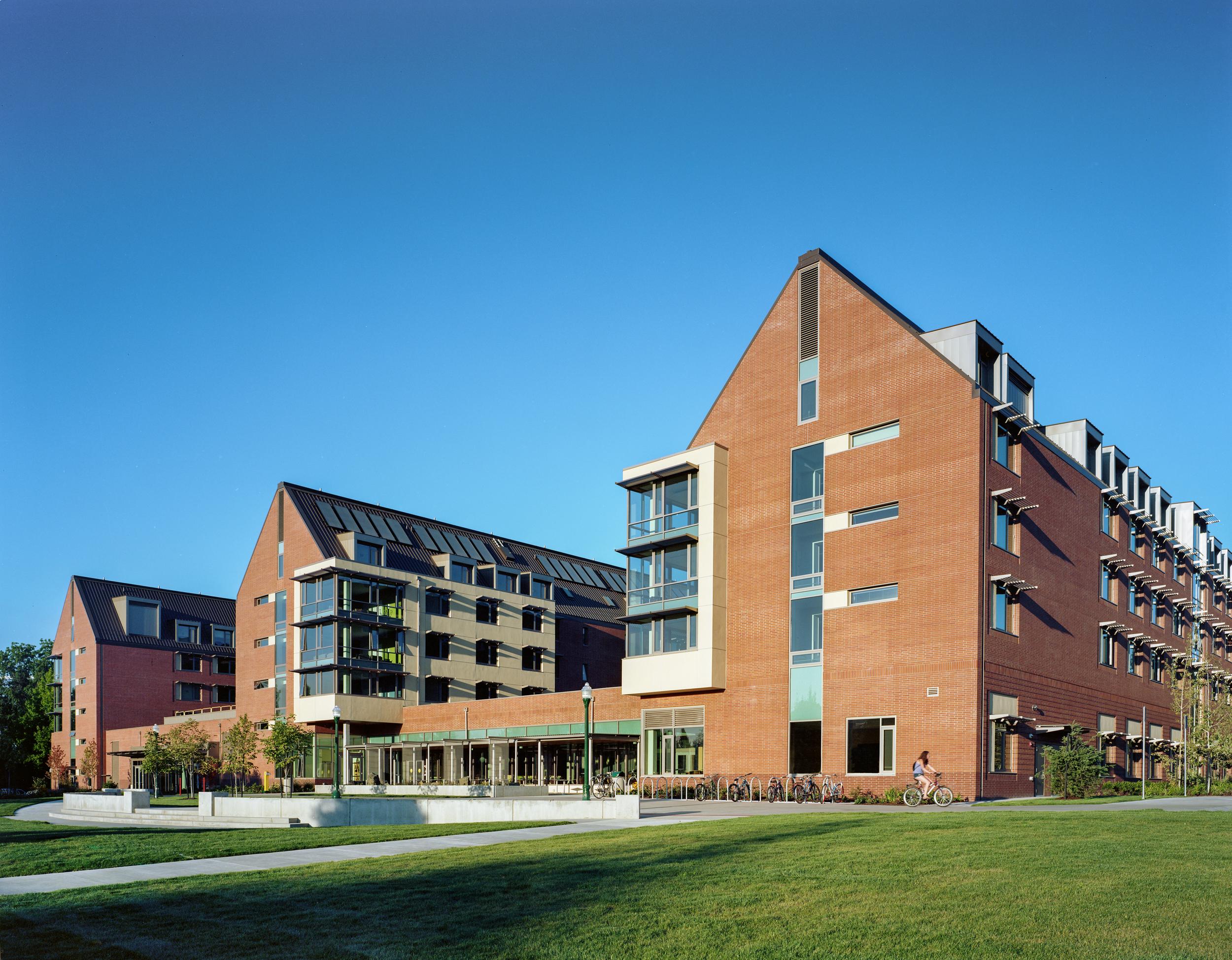 U of O Global Scholars Residence Hall  ZGF