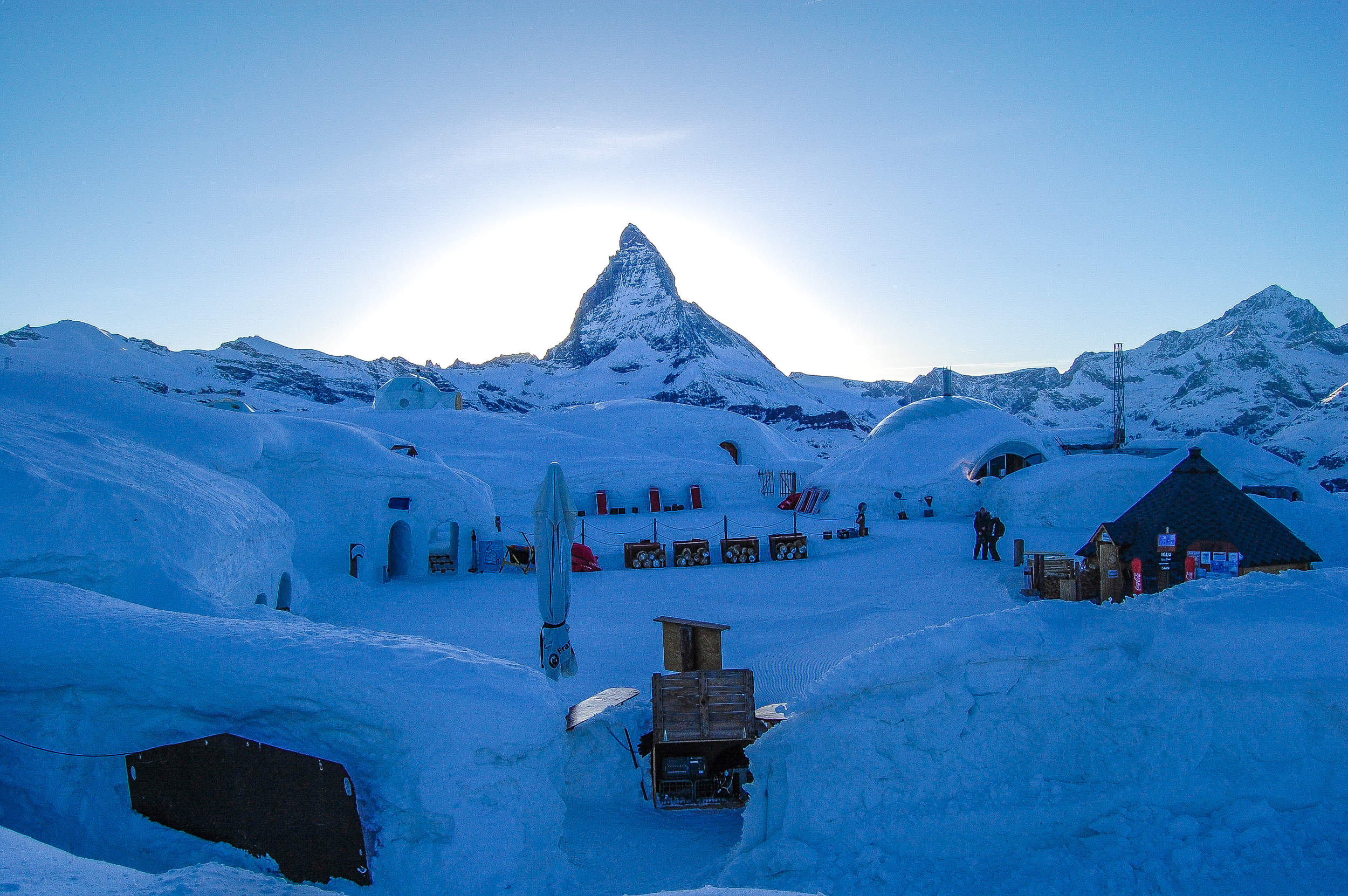 Matterhorn_Switzerland_travel_igloo hotel