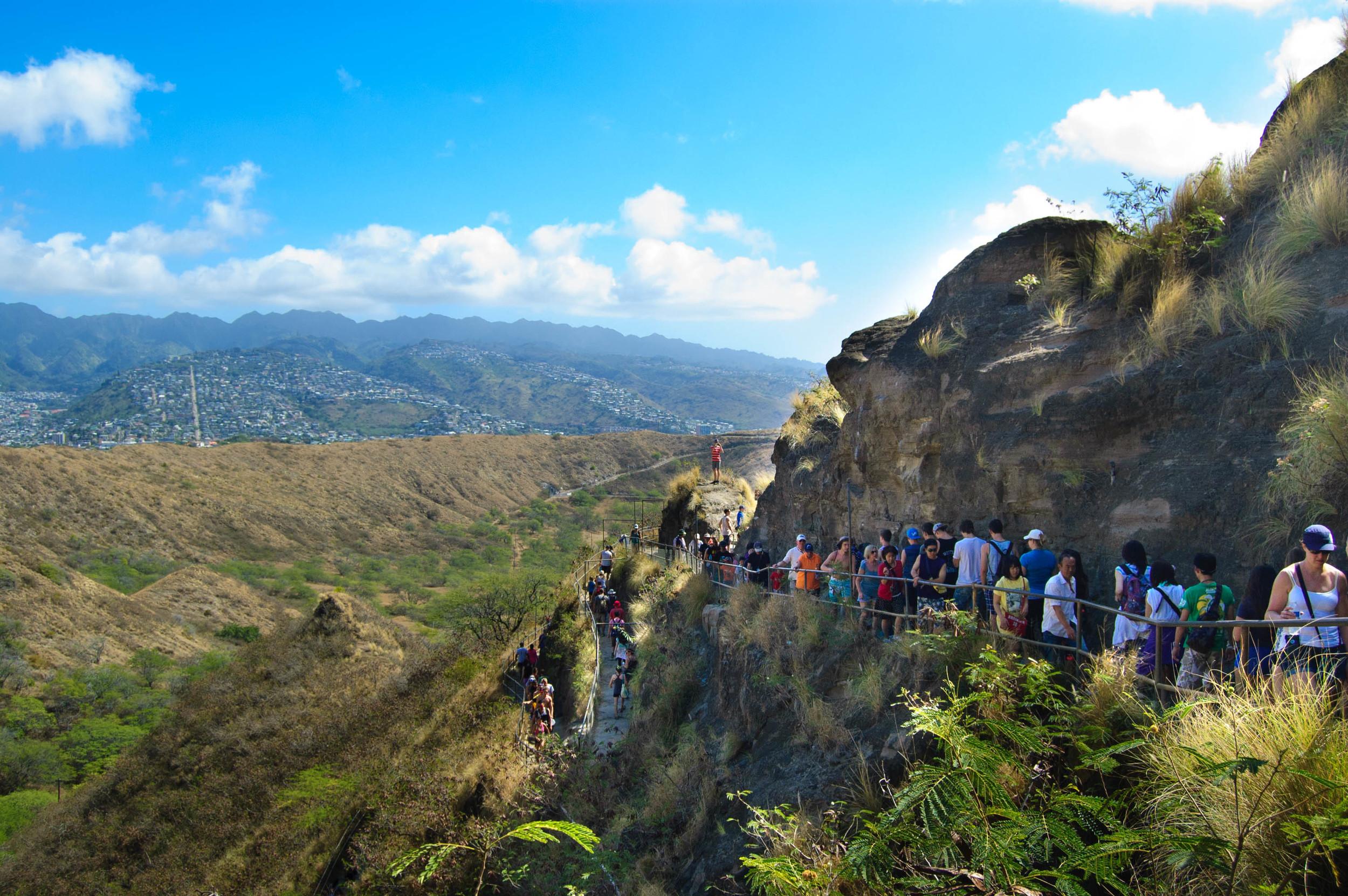 Hawaii_Oahu_DiamondHead_switchbacks