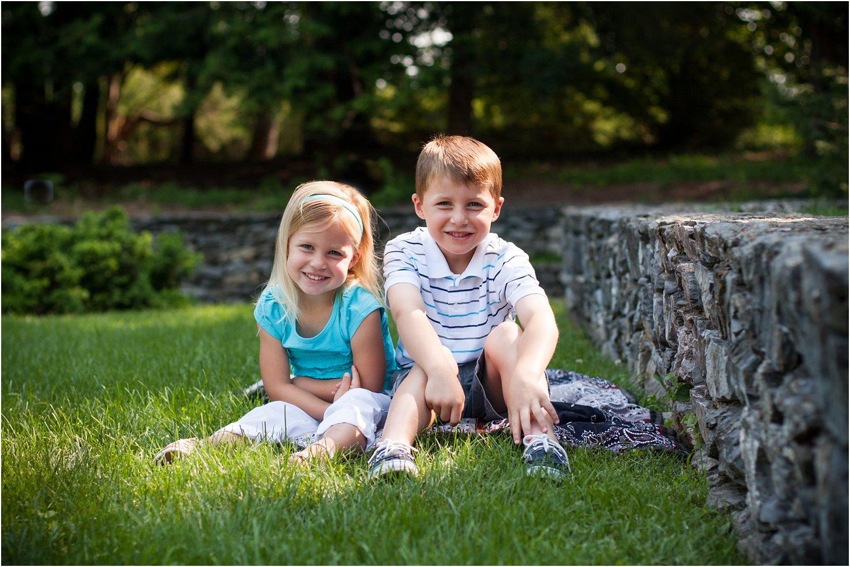 Blandy_Arboretum_Sibling_Mini_Sessions_Curtis_0001.jpg