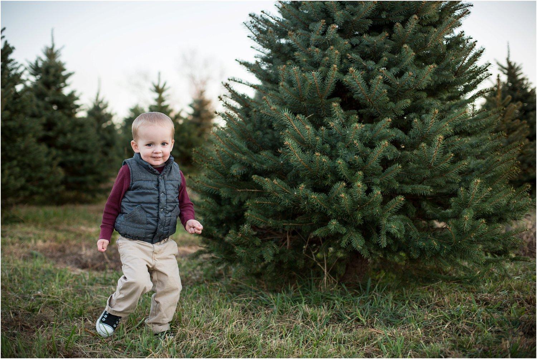Evergreen_Christmas_Tree_Farm_Keezletown_VA_Family_0018.jpg