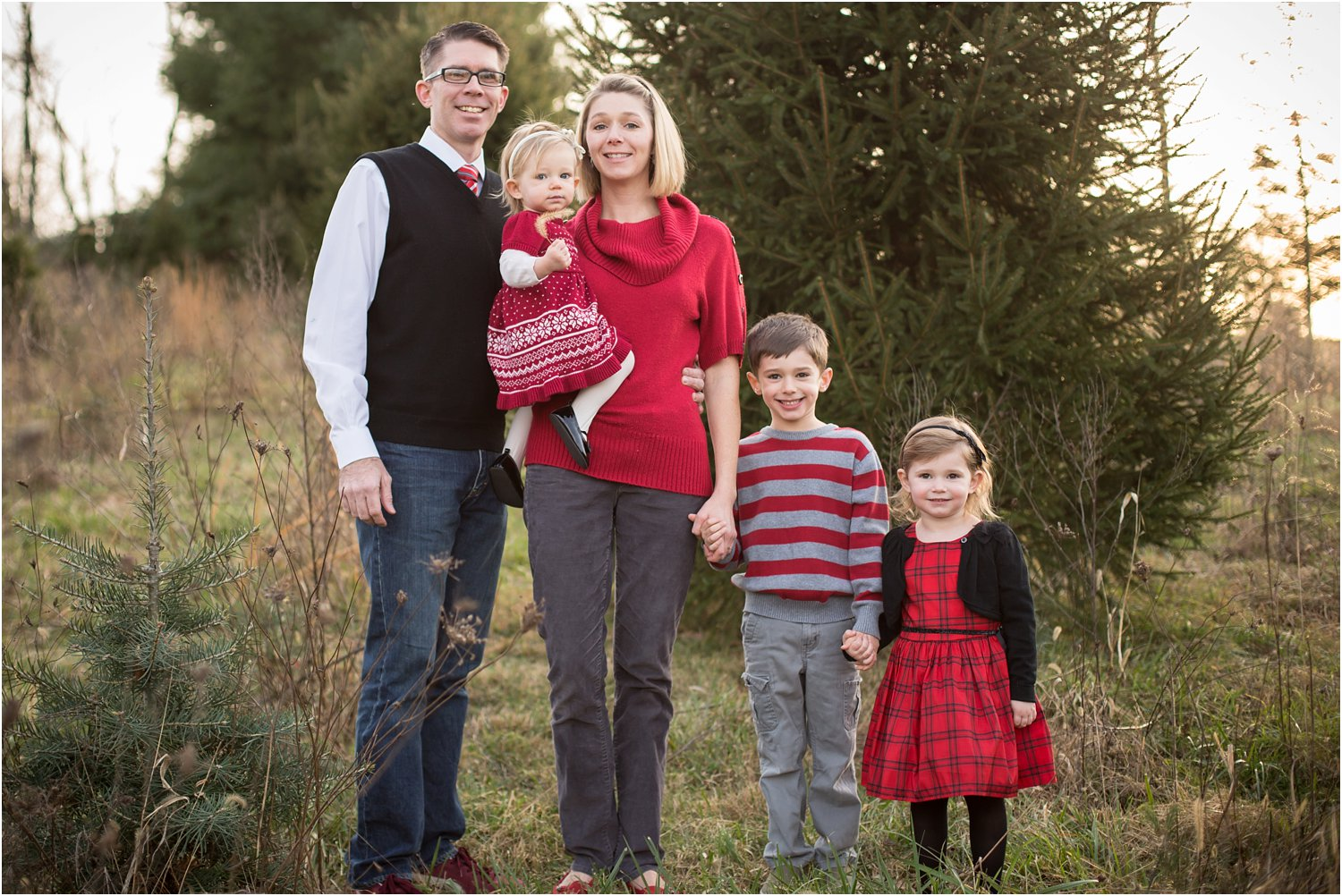 Evergreen_Christmas_Tree_Farm_Family_Portraits_0001.jpg