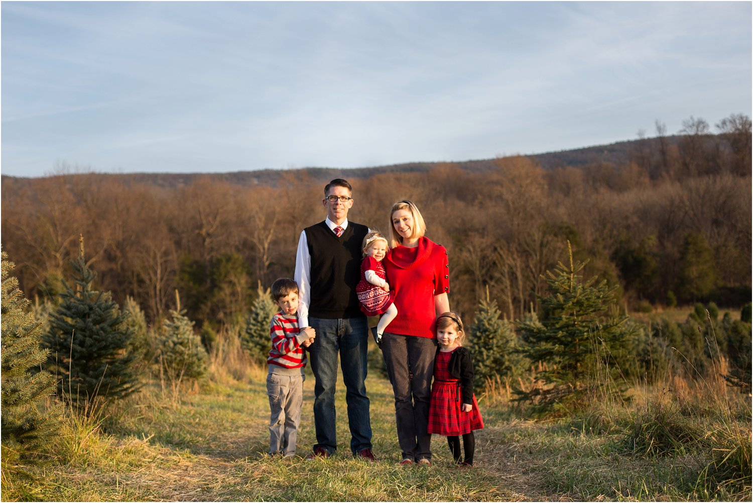 Evergreen_Christmas_Tree_Farm_Family_Portraits_0014.jpg