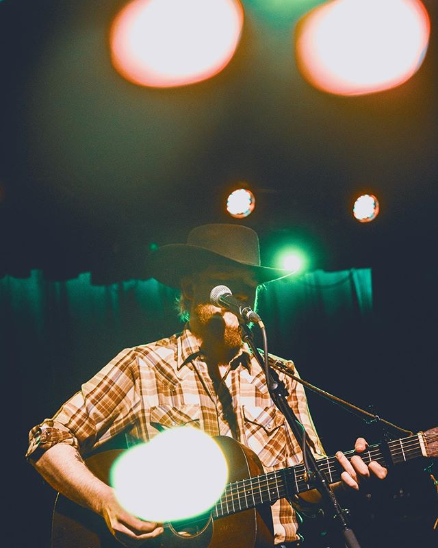 Corn liquor tastes sweeter in this town  Could it be it's the same as the last?  I swear I've seen ya face elsewhere before  Just as familiar as a bottle and a glass @colterwall @youngmaryrecords @ruralsultan @ardmoremusichall • • • • • #concert #concertphotography #livemusic #musicphotography #concertphotographer #livemusicphotography #band #gig #musicphotographer #live #bw #bnw #bw_lover #monochrome #blackandwhitephotography #bnw_society #bw_photooftheday #bw_society #monoart #noir #country #countrylife #countrygirl #countrymusic #kacyandclayton #vsco #vscocam