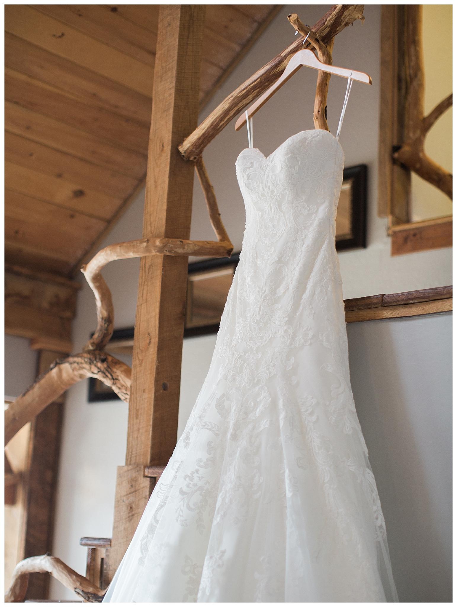 white-oaks-barn-dahlonega-wedding-photographer-christina-pugh_0005.jpg