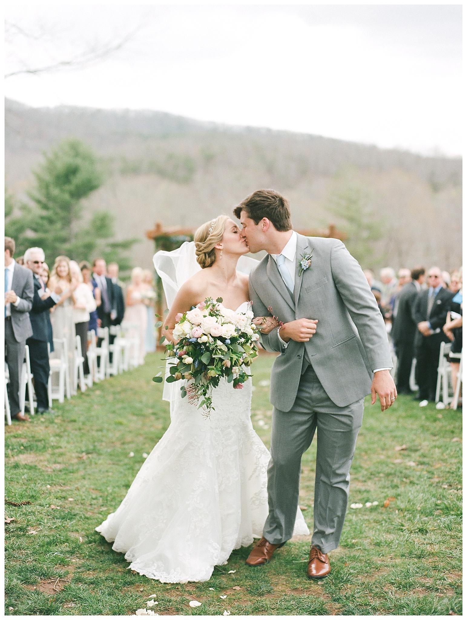 white-oaks-barn-dahlonega-wedding-photographer-christina-pugh_0024.jpg