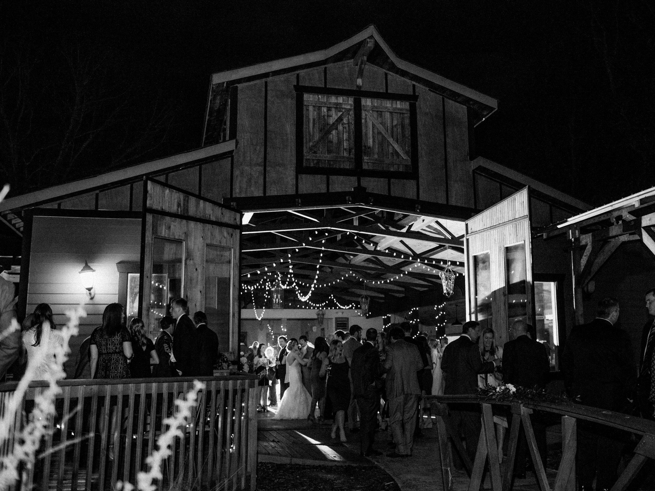 white-oaks-barn-wedding-dahlonega-ga-photographer-20.jpg