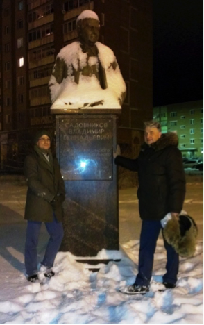 "The ""mirror"" spies (""wannabe"", on left, ""was"" on right) in front of the Sadovnikov statue."