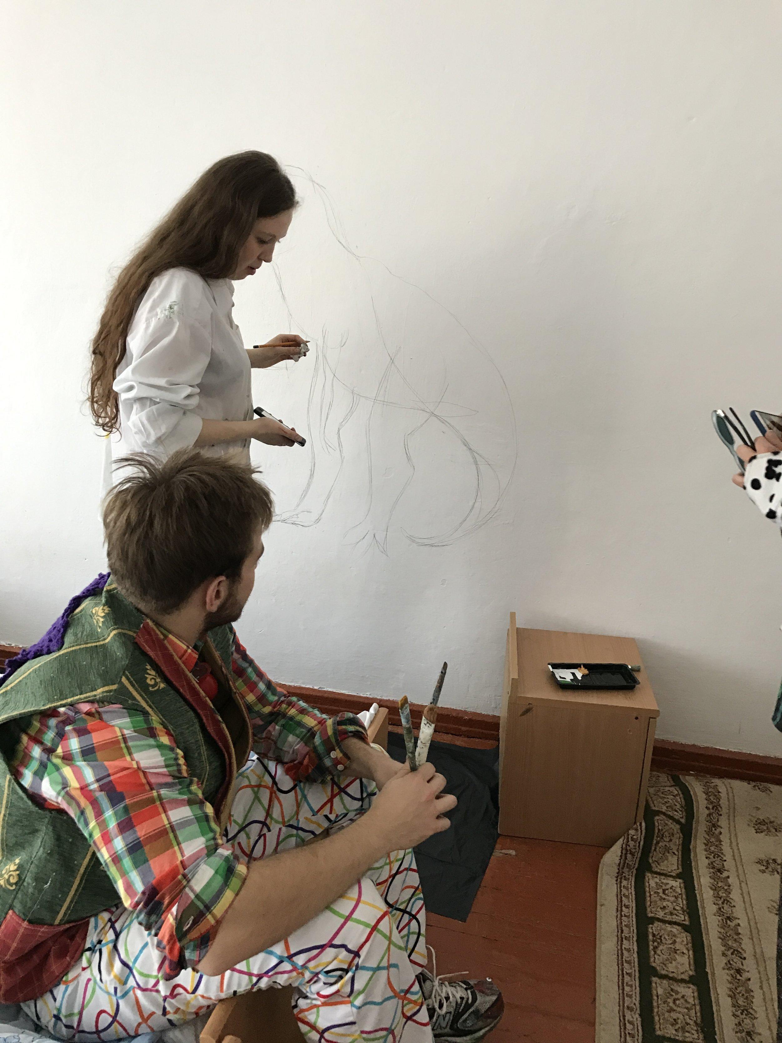Nastya and Maximo plan their dinosaur at Dur Dur