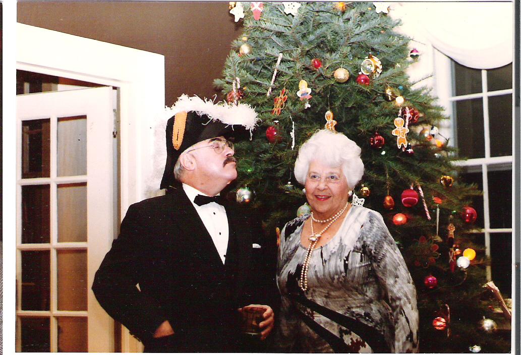 На фото: Мэтт и бабушка Мэй