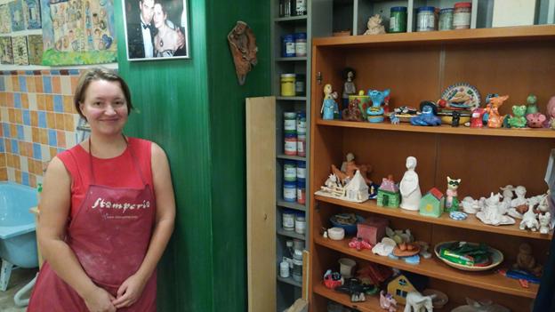 Ирина на дачной студии керамики