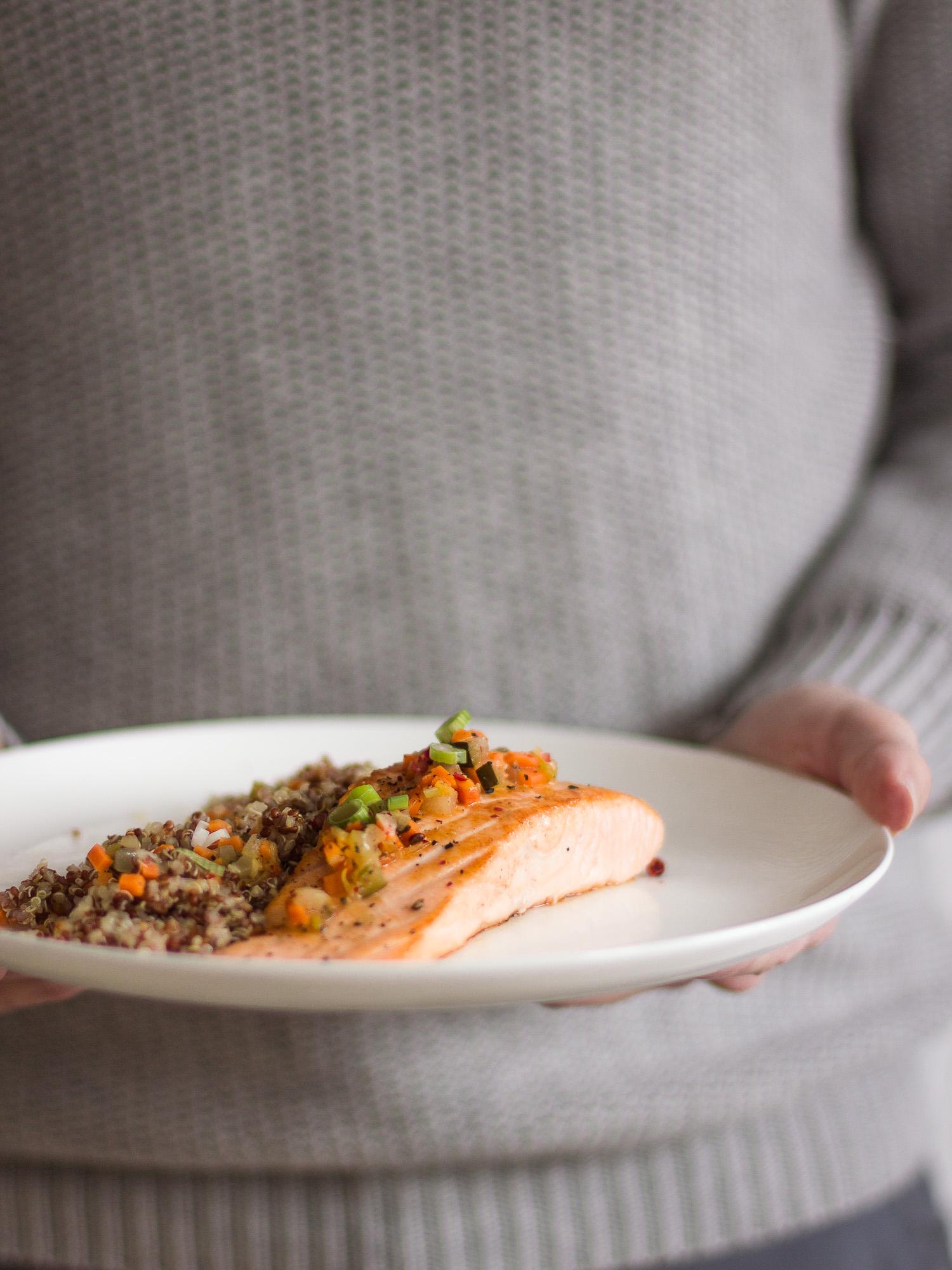 Salmón con escabeche de cítricos y quinoa