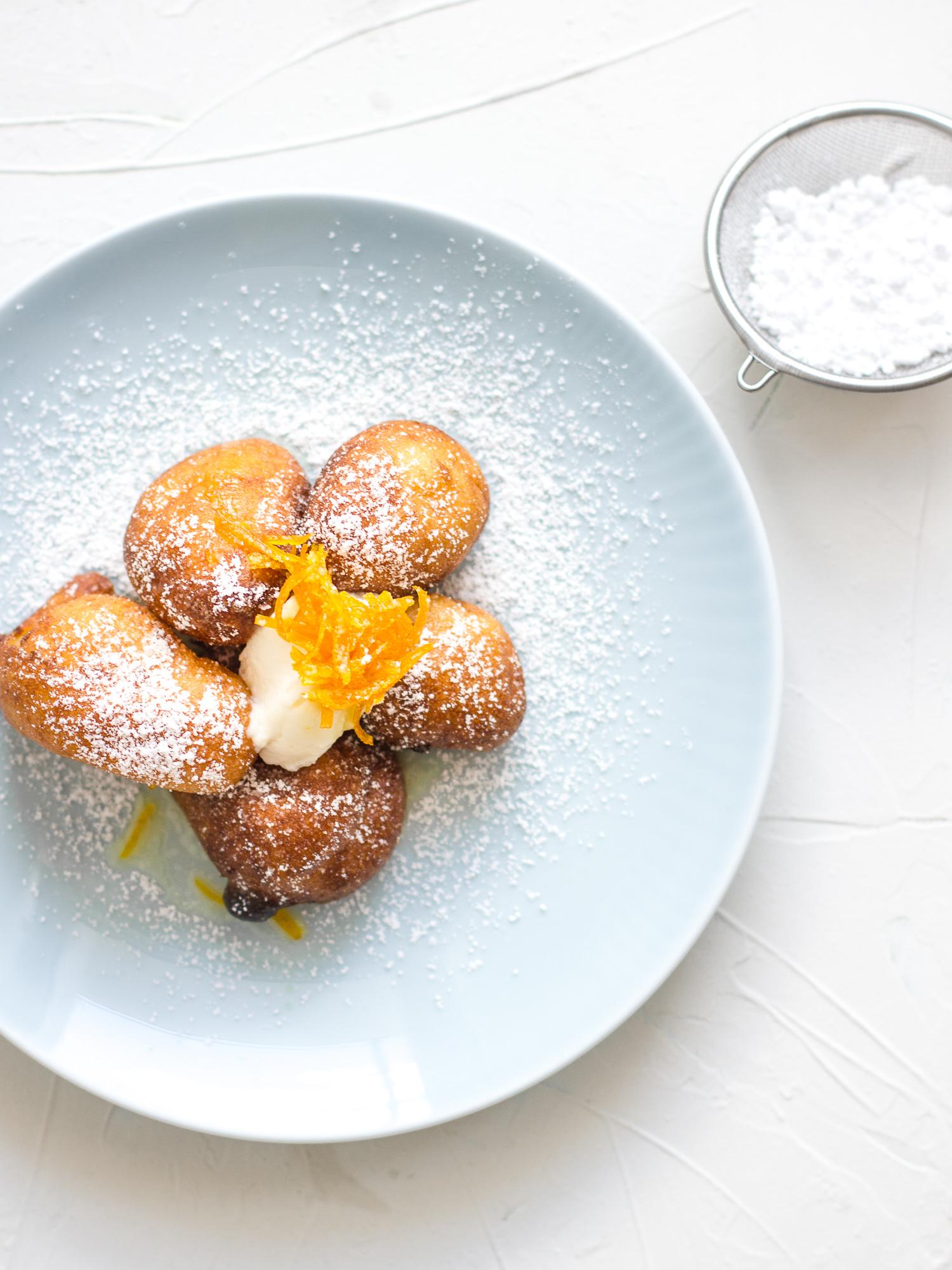 Buñuelos de ricotta con naranja y miel