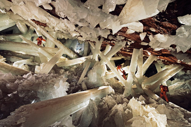 Photograph by Carsten Peter, Speleoresearch & Films