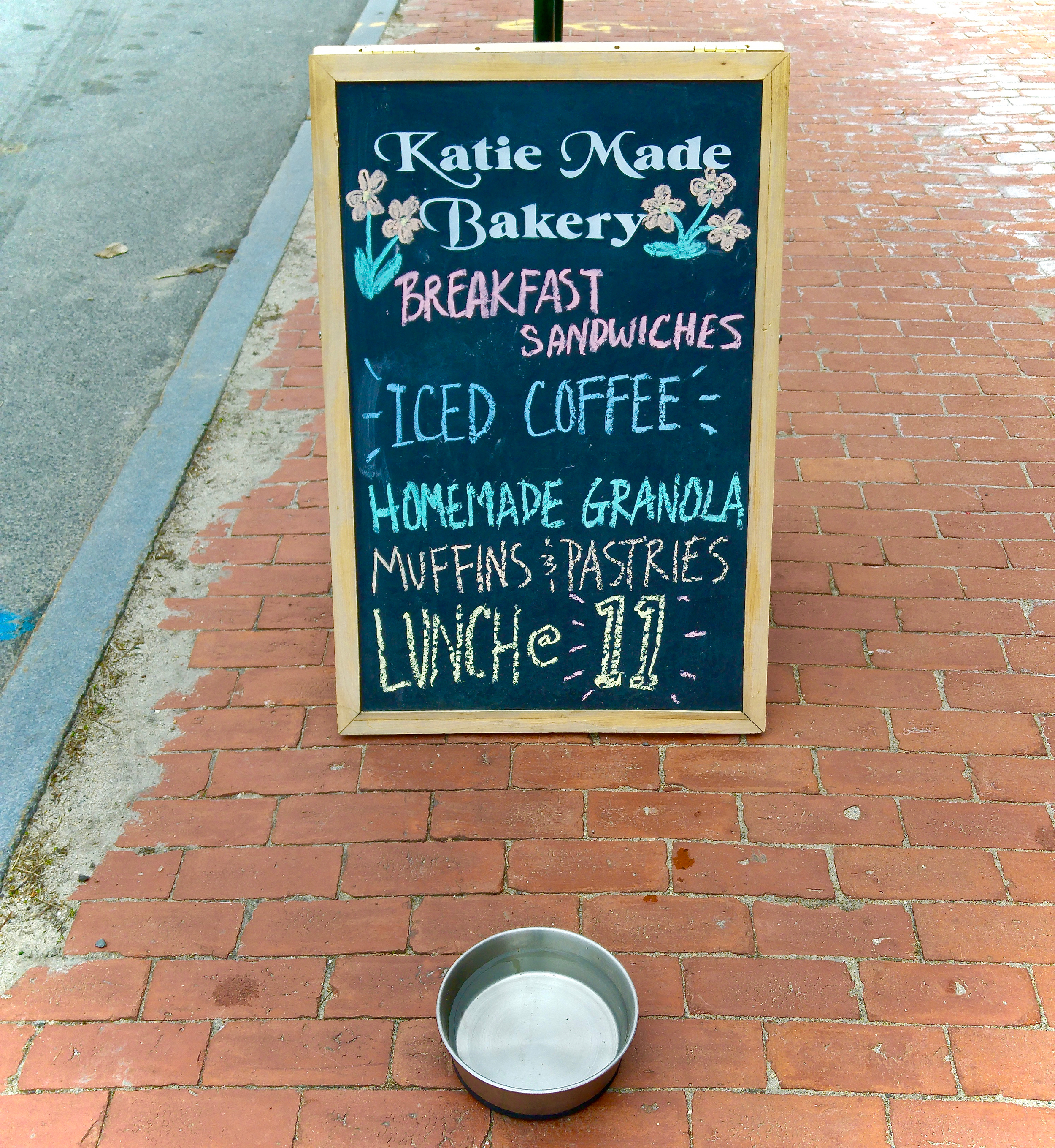 Katie Made is pup friendly, which is a surefire sign of good proprietors IMO.