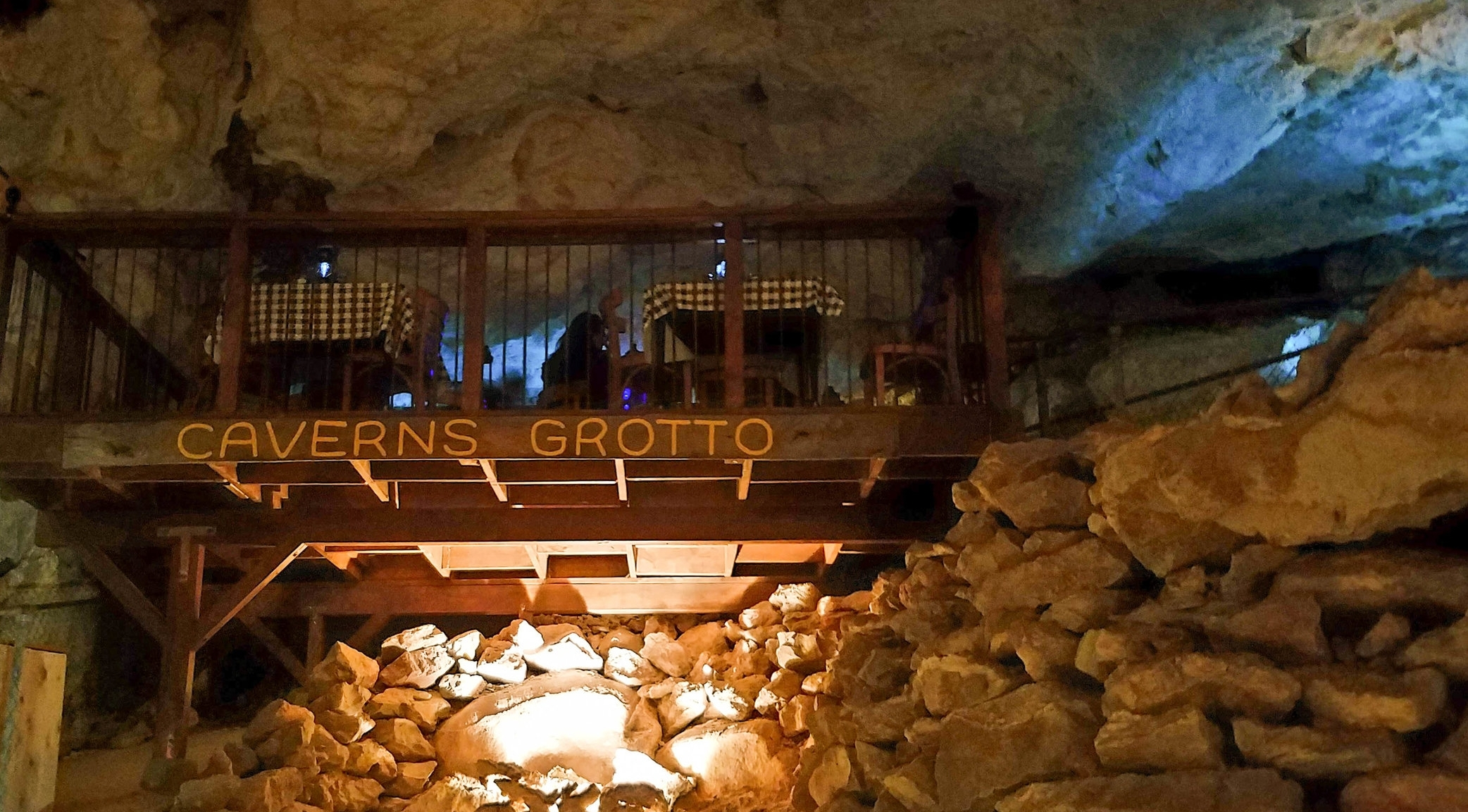 grand-canyon-caverns-grotto-restaurant