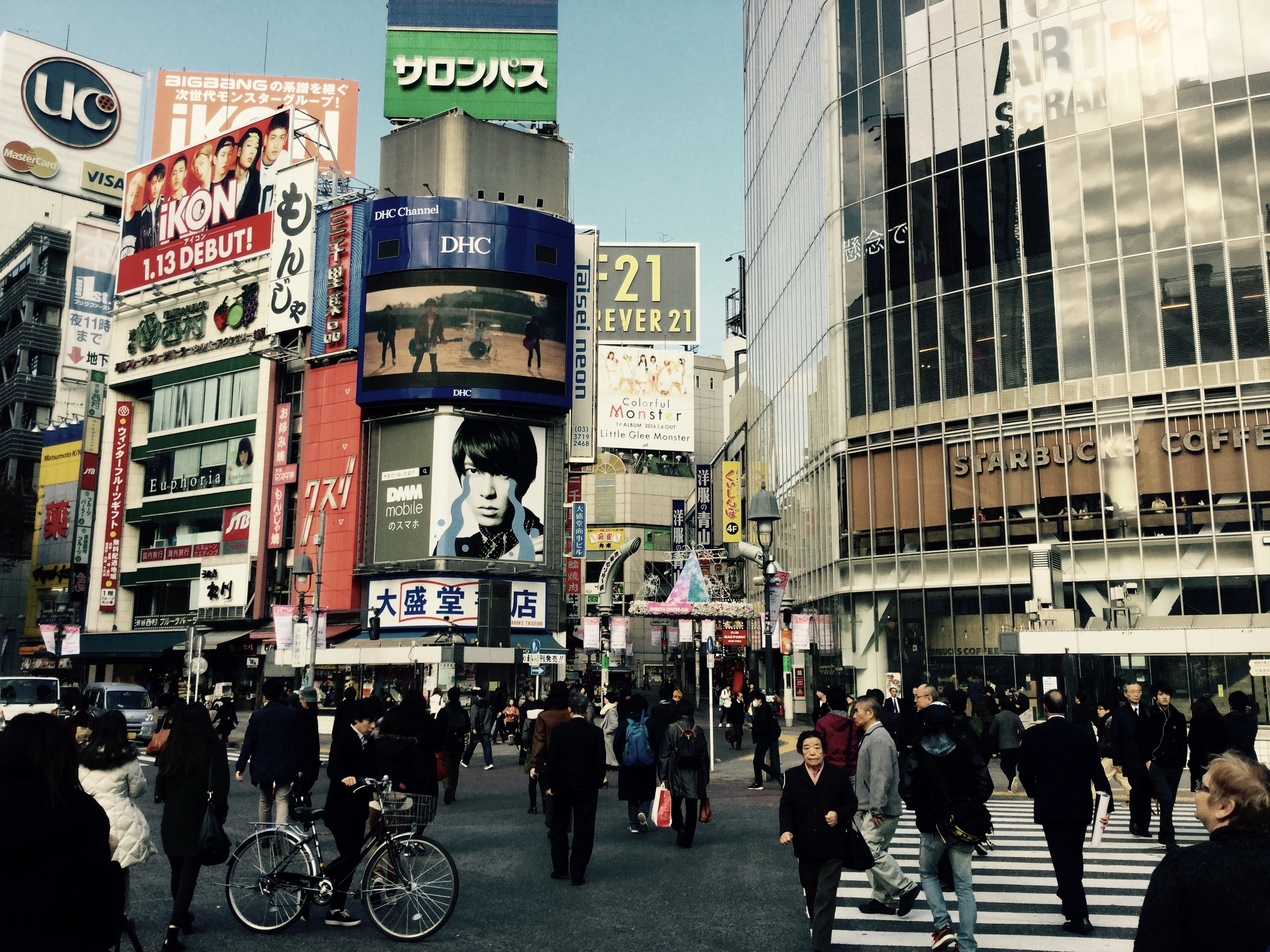 'Shibuya Crossing', masses of people.