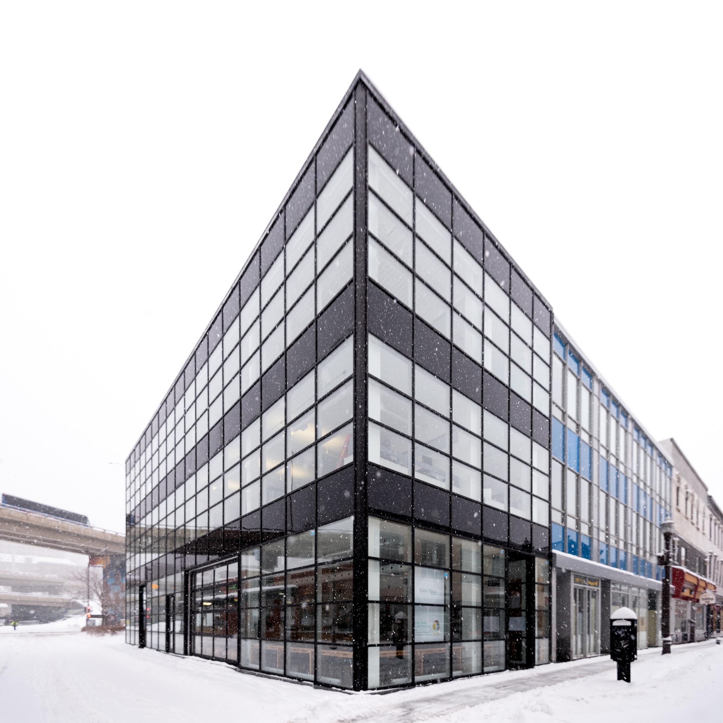Le tout nouvel édifice où se situe Saint-Henri (au rez-de-chaussée)