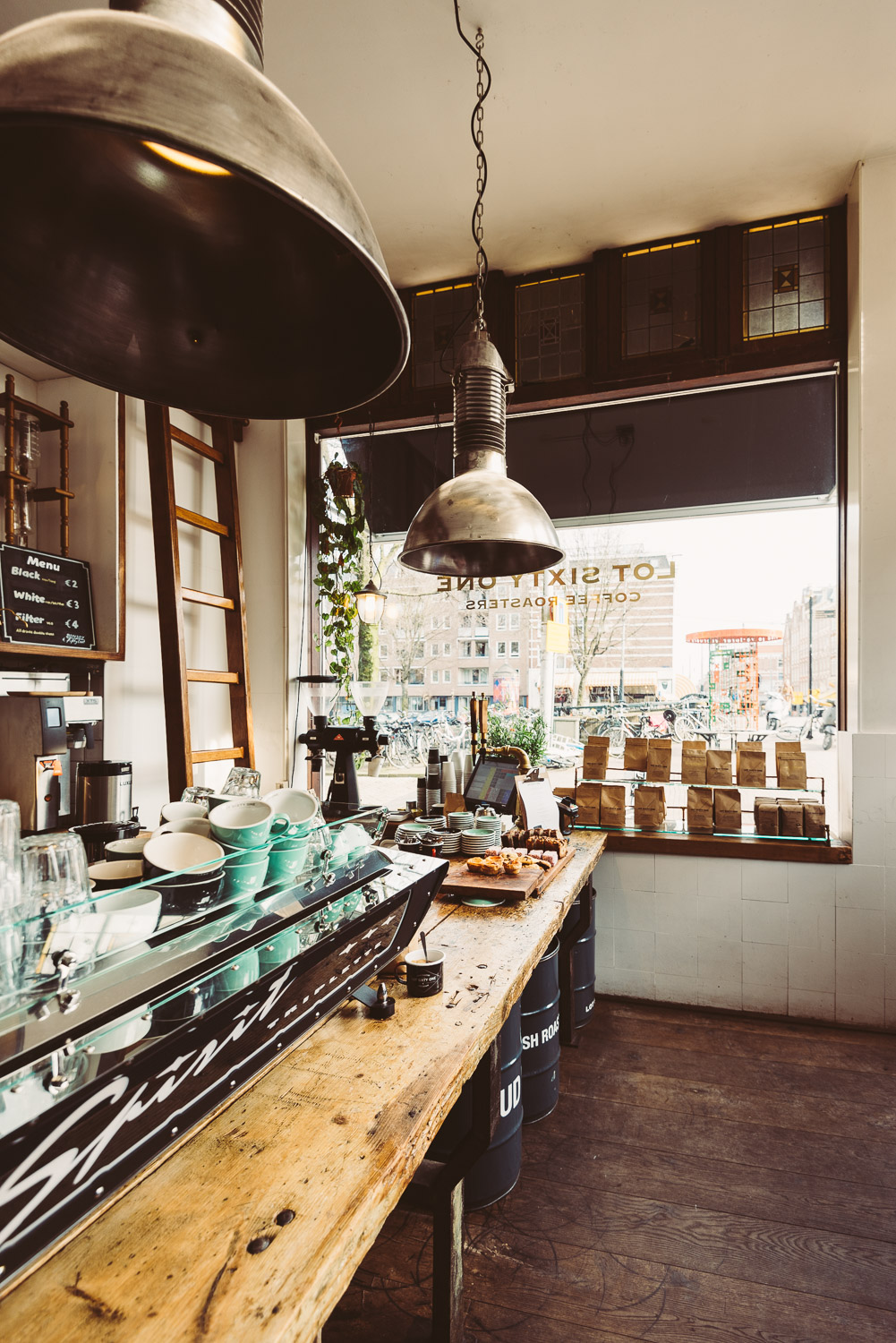 Lot Sixty One Coffee Roasters in Amsterdam - Interior 2
