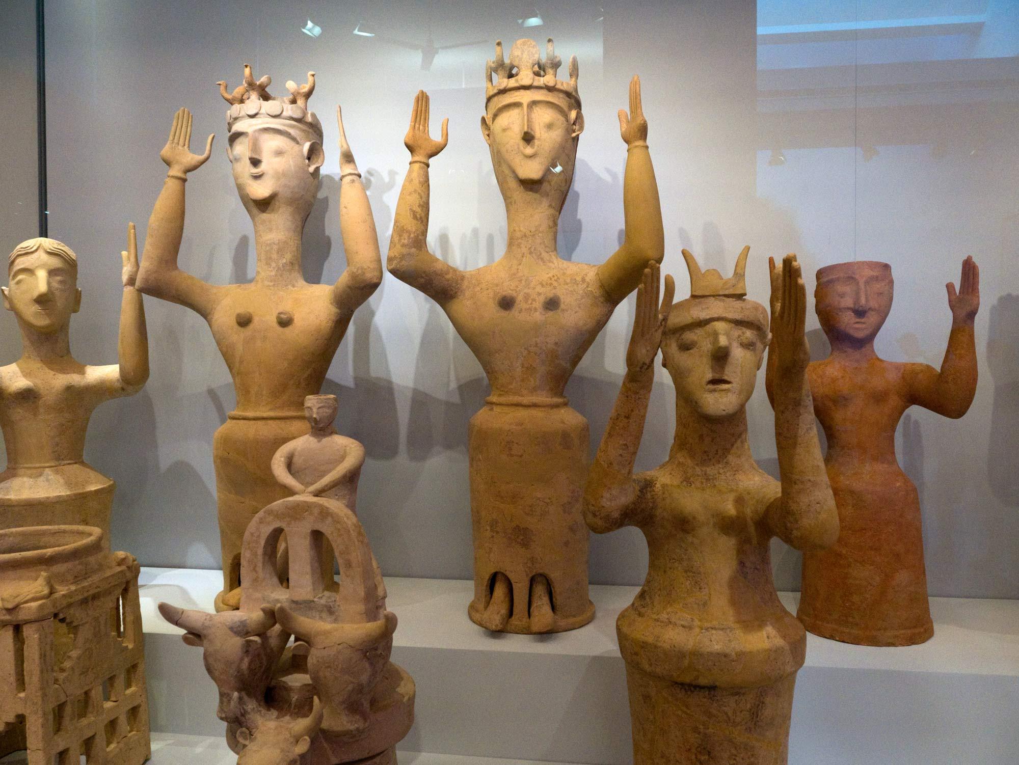 travel-greece-poppy-goddesses-crete.jpg
