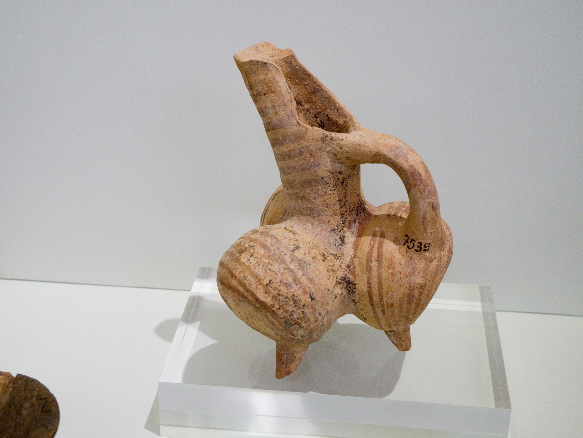 travel-greece-tits-pitcher-crete.jpg